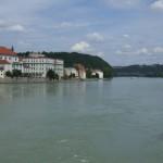 Blick von der Marienbruecke in Passau auf den Inn
