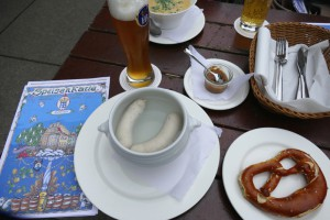 Weißwurscht-Frühstück-im-Hofbräuhau